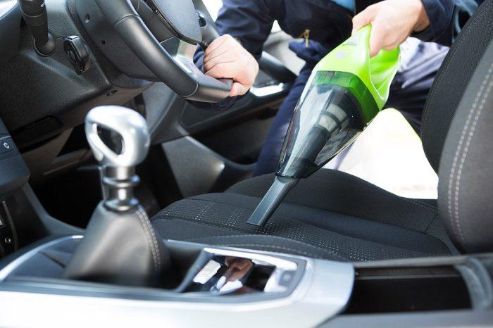 В последнее время автомобильный пылесос находит все большую популярность у водителей. | Фото: lido.ua.