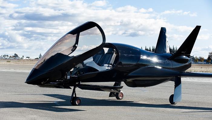 Разработчики Cobalt Co50 Valkyrie признались, то вдохновлялись очертаниями самолетов-истребителей. | Фото: robbreport.com.