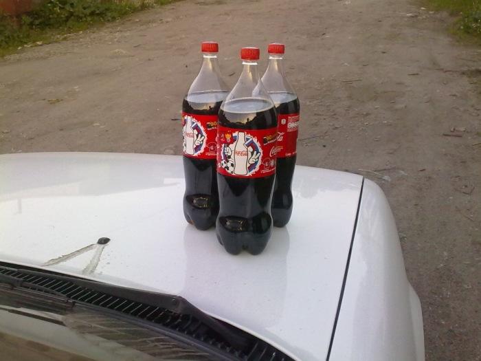 3-4 больших бутылки – именно столько Coca-Cola нужно для большинства автомобилей. | Фото: drive2.ru.