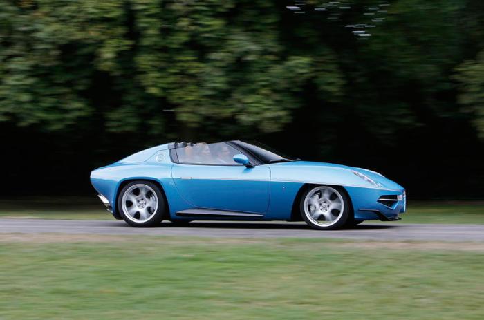 Alfa Romeo всегда идет своим путем в дизайне автомобилей.