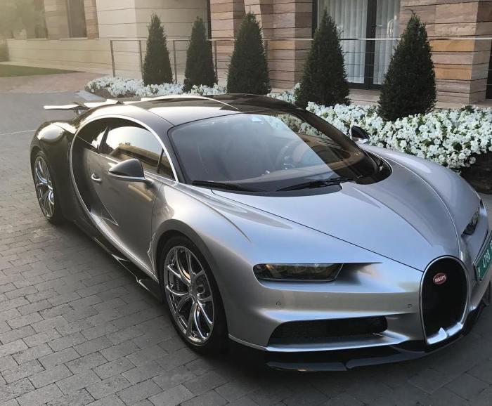 Гиперкар Bugatti Chiron футболиста Криштиану Роналду. | Фото: instagram.com.