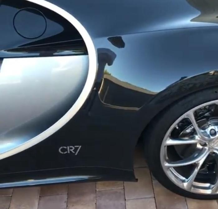 Монограмма CR7 украшает Bugatti Chiron Криштиану Роналду. | Фото: instagram.com.