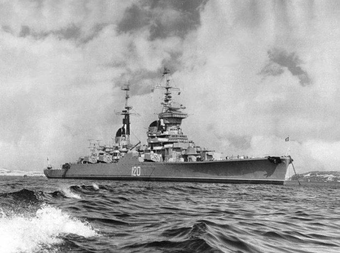 Стремительные обводы позволяли крейсеру достигать скорости в 32,5 узла (около 60 км/ч).