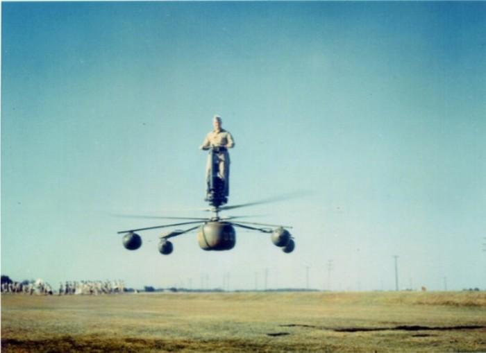 Американский военный испытывает персональный вертолет. | Фото: evergreenmuseum.org.