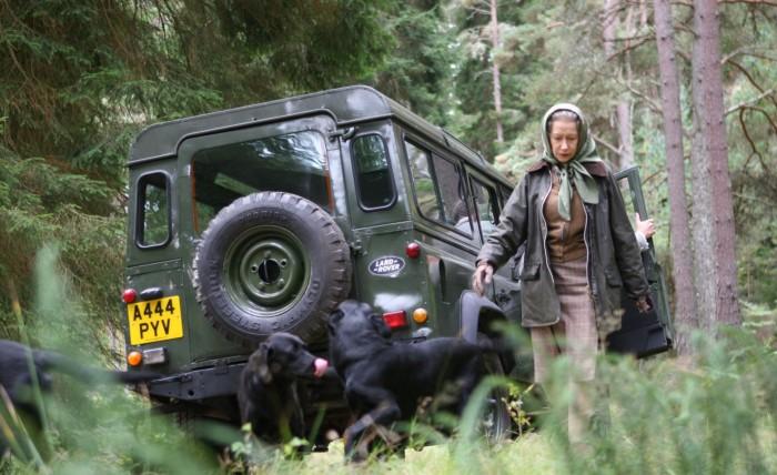 Land Rover Defender 2002 года королевы Великобритании. | Фото: thebestcardeals.co.uk.