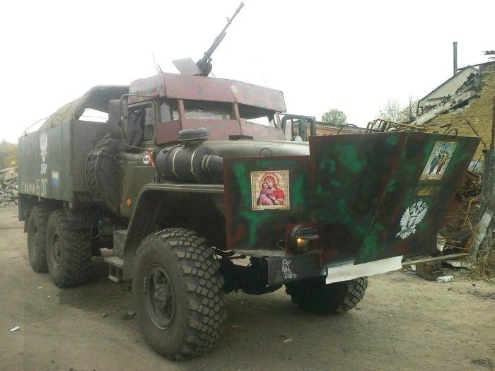 «Урал» из ДНР оборудован дополнительными защитными листами брони.