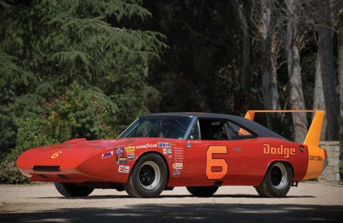 Dodge Charger Daytona стал первым автомобилем, достигшим скорости 200 миль в час в гонках NASCAR.