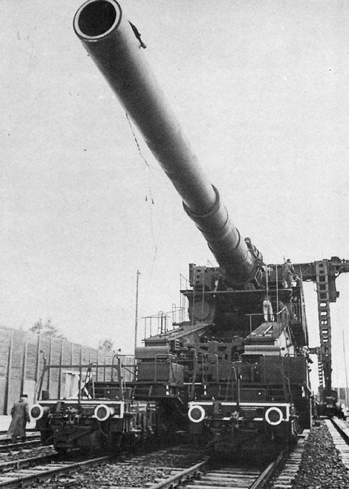 Немецкая суперпушка «Дора» готова к стрельбе.