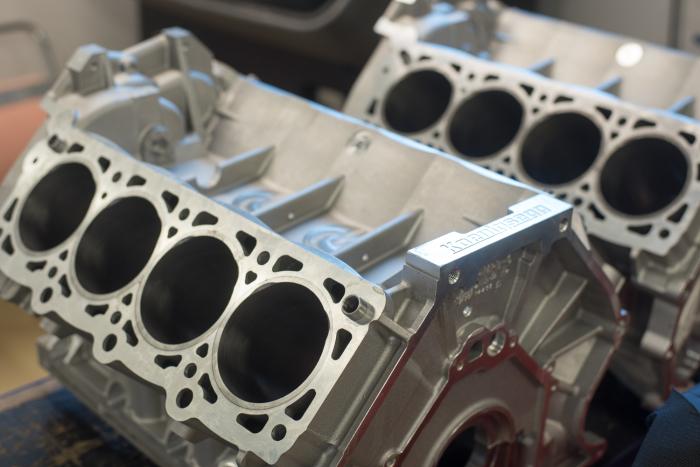 Двигатели большинства современных машин имеют блок цилиндров из сплава на основе алюминия. | Фото: koenigsegg.com.