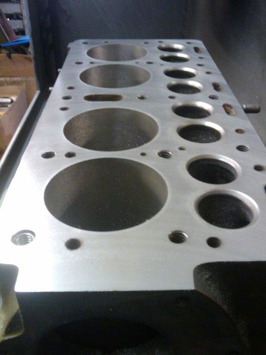 Технология, проверенная временем - чугунный блок цилиндров с нижним расположением клапанов. | Фото: hthoward.co.uk.