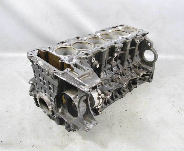 Блок цилиндров – основная деталь в двигателе внутреннего сгорания. | Фото: ebay.com.