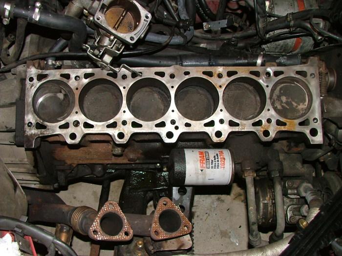 Блок цилиндров рядного 6-цилиндрового двигателя BMW M20B25. | Фото: nl.m.wikipedia.org.