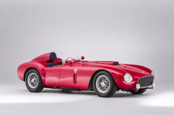 Гоночный Ferrari 375-Plus Spider Competizione, который занял второе место на гонке Милле Милья в 1954 году. | Фото: autocar.co.uk.