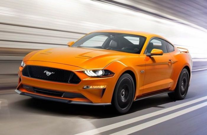 Ford Mustang GT с «нескромным» 5,0-литровым V8. | Фото: caranddriver.com.