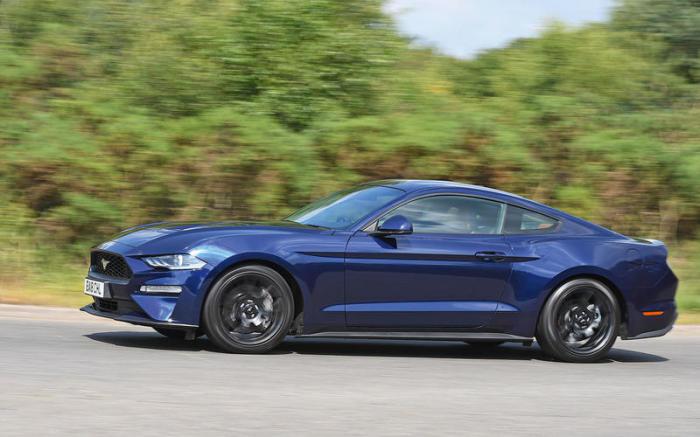 Спортивные купе Ford Mustang шестого поколения выпускают с 2014 года. | Фото: autocar.co.uk.