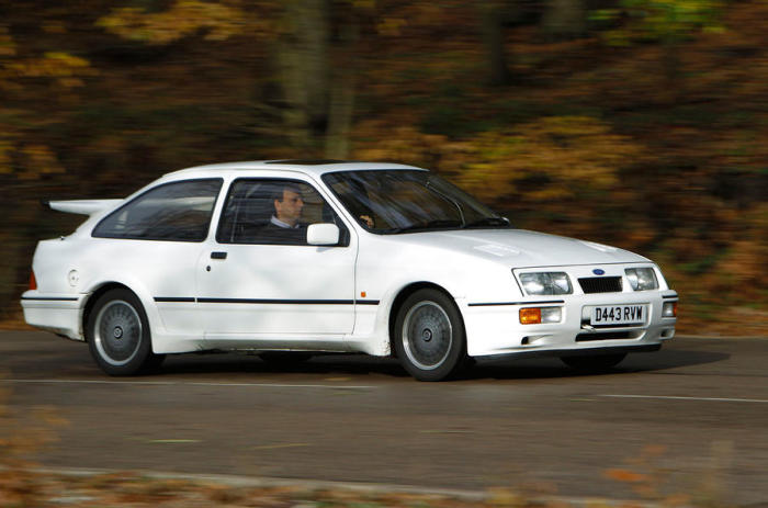 Ford Sierra RS Cosworth - «крылатый» хэтчбек, выпускавшийся в 1986-1992 годах.   Фото: autocar.co.uk.
