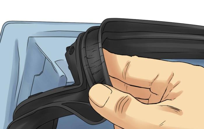 Осмотр уплотнителя на двери авто.