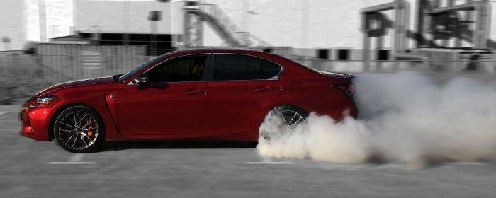 Разгон с дымом из-под колес – это отличный способ быстро опустошить топливный бак. | Фото: popmech.ru.