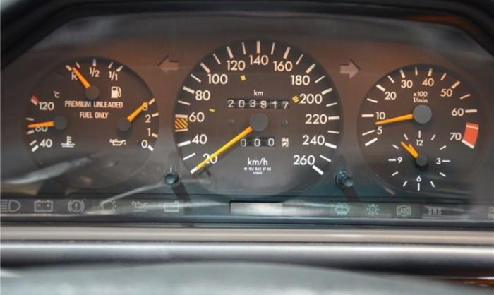 Тахометр – это, на самом деле, самый полезный прибор в атомобиле, которым просто не все водители умеют пользоваться. | Фото: crsautomotive.com.