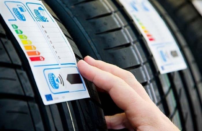 Маркировка шин включает уровень сопротивления качению, сцепления на мокрой дороге и шумности. | Фото: drive2.ru.