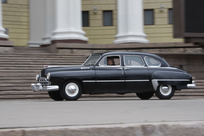 Представительский седан ГАЗ-12 ЗИМ выпускали с 1948 по 1960 год. | Фото: zr.ru.