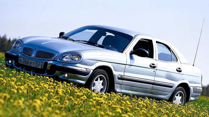 Российский седан бизнес-класса ГАЗ-3111.