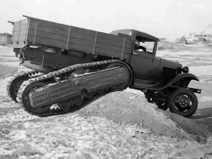 На полигоне полугусеничный грузовик ГАЗ-60 демонстрировал неплохую проходимость. | Фото: russoauto.ru.