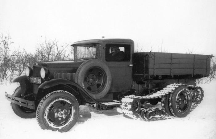ГАЗ-65 – грузовик с прицепленными катками и гусеницей. | Фото: wroom.ru.
