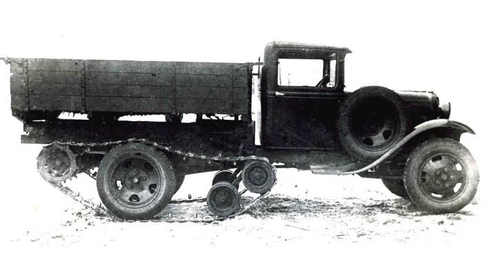 Полугусеничный грузовик ГАЗ-65 продвигался под руководством Н.С. Хрущева. | Фото: kolesa.ru.