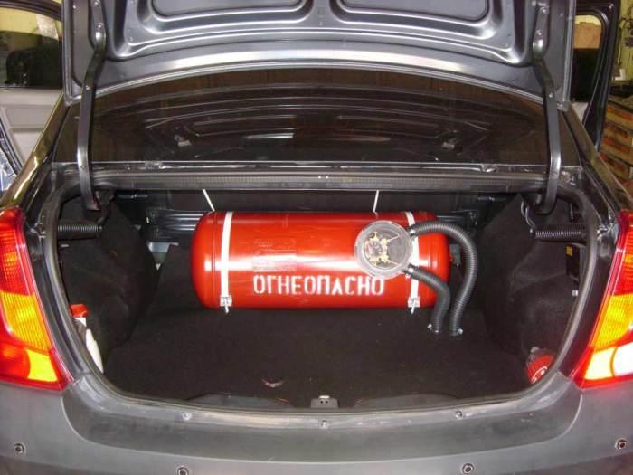 Существенный минус перехода на газ – уменьшение объема багажника. | Фото: autonews.ua.