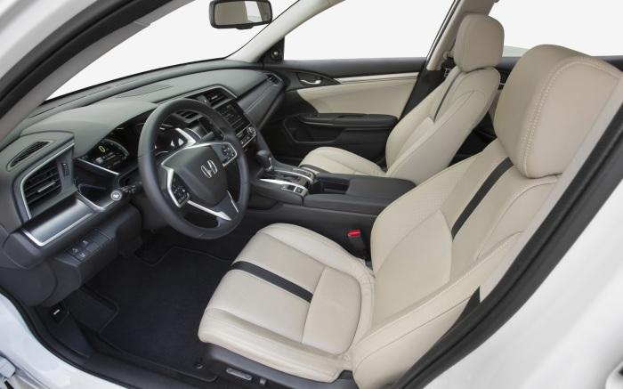 Honda Civic – компактный автомобиль с богатым салоном.