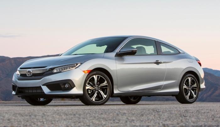 Купе Honda Civic десятого поколения. | Фото: cheatsheet.com.