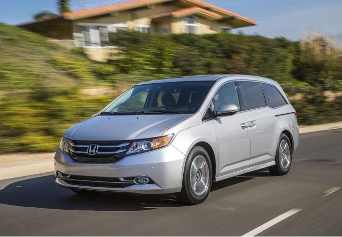 Минивэн Honda Odyssey 2015 года. | Фото: cheatsheet.com.