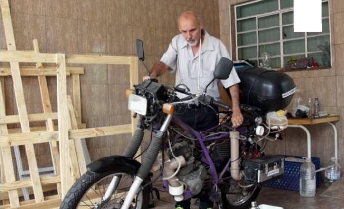 Рикардо Азеведо и его водородный мотоцикл Honda NX200. | Фото: youtube.com.