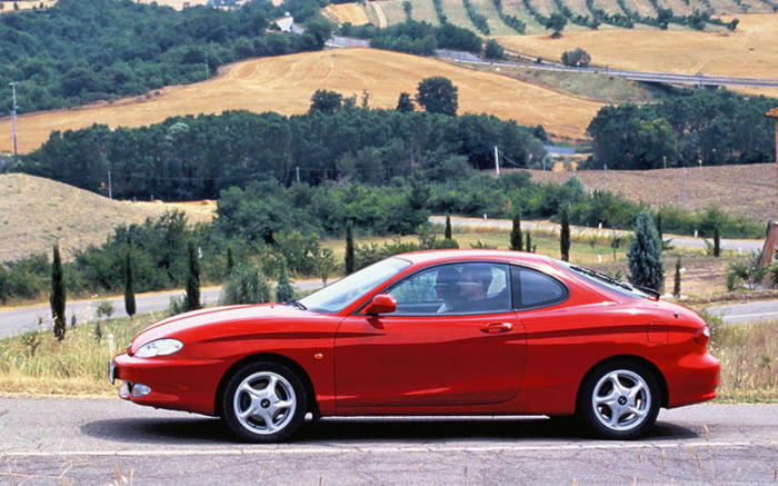 Hyundai Coupe первого поколения оснащались 4-цилиндровыми двигателями объемом 1,5 л  и 2,0 л. | Фото: autocar.co.uk.