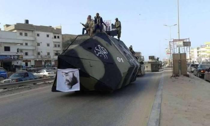 Броневик официальных властей Ливии.