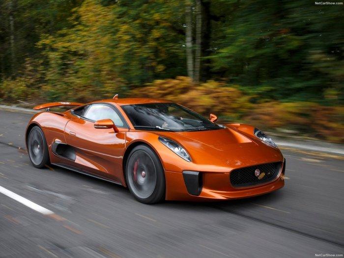 В зависимости о конструкции силовой установки, суммарная мощность Jaguar C-X75 составляет от 780 до 890 л.с. | Фото: netcarshow.com.