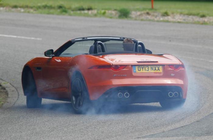 Хороший «плохой» родстер Jaguar F-Type. | Фото: autocar.co.uk.