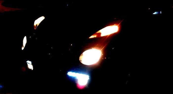 Мало какой автомобиль может похвастаться такой батареей из ламп. | Фото: drive2.ru.