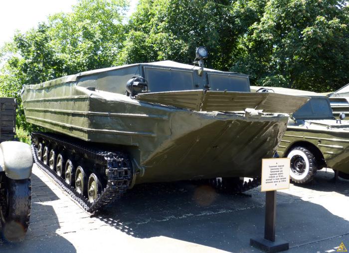 Гусеничный транспортер-амфибия К-61. | Фото: interesniy-kiev.livejournal.com.