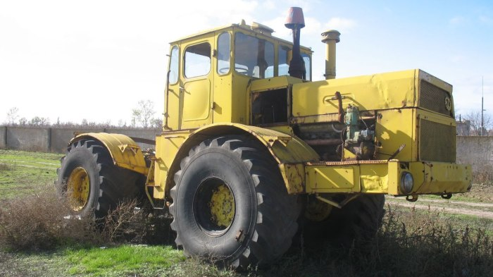 Колесный трактор серии К-700. | Фото: youtube.com.