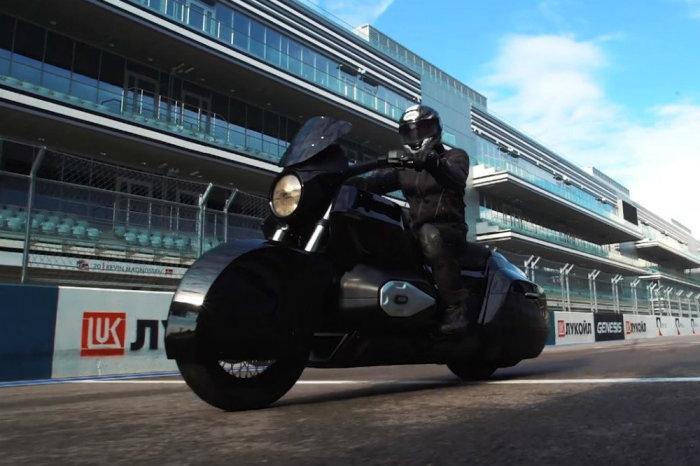 Мотоцикл ИЖ на гоночной трассе в Сочи. Фото: rg.ru.