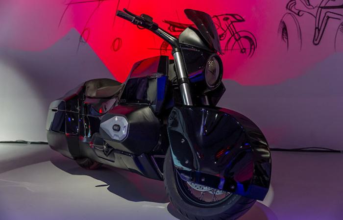 Стильный черный мотоцикл ИЖ. | Фото: kalashnikov.media.