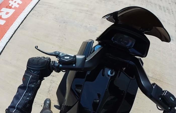 Панель приборов и элементы управления нового мотоцикла ИЖ. | Фото: kalashnikov.media.