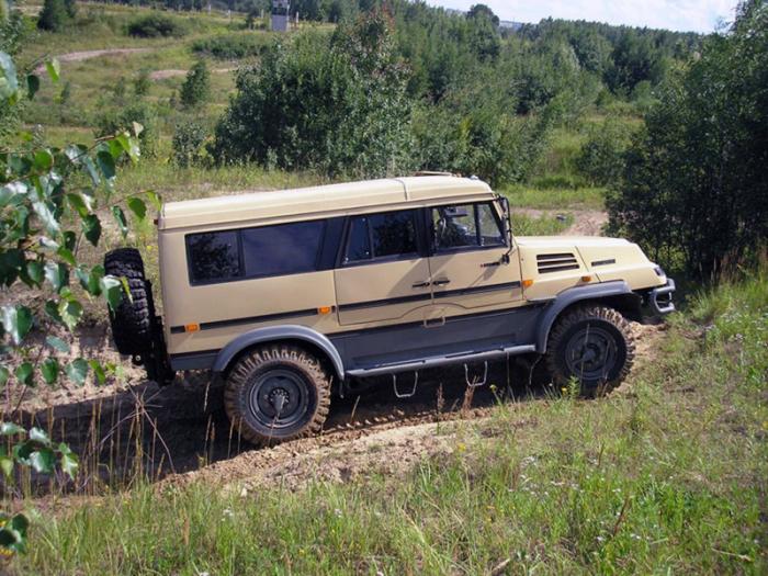 Издалека КамАЗ «Бархан» в самом деле похож на внедорожник. | Фото: autowp.ru.