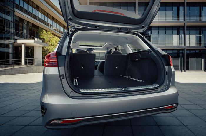 Грузовой отсек Kia Ceed Sportswagon 2019 модельного года. | Фото: autocar.co.uk.