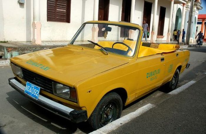 «Пятерка»-кабриолет в тропической Кубе не никого не удивляет.    Фото: pinterest.com.