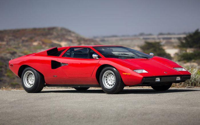 Суперкар Lamborghini Countach первых серий – еще без громадного антикрыла.