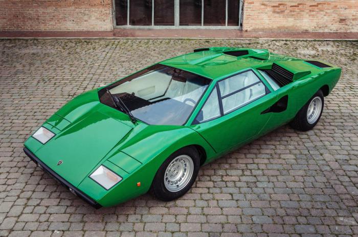Пожалуй, самая узнаваемая «ламбо» с дизайном от Bertone.