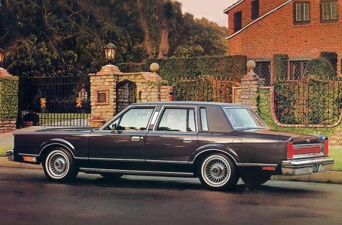 Рекламное фото Lincoln Town Car 1983 года. | Фото: cheatsheet.com.